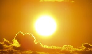 Study sheds light on the impact of sunshine on corporate decision-making